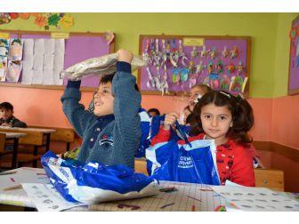14 Bin 300 Öğrenciye 750 Bin Tl Değerinde Giysi Yardımı