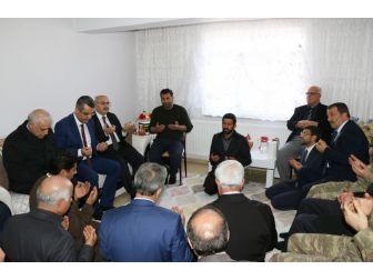 Vali Köşger, Şehit Aileleri Ve Kanaat Önderlerini Ziyaret Etti