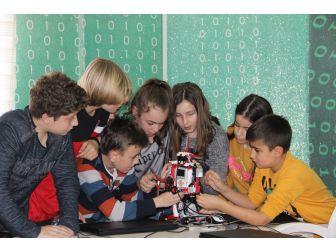 Öğrenciler Geleceklerini Kodluyor
