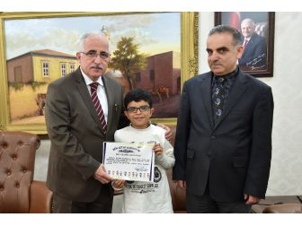 10 Yaşındaki Öğrenci, Bir Yılda 134 Kitap Okudu