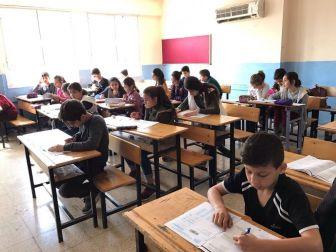 Adana'da Ufka Yolculuk Sınavı'na 7 Bin 500 Kişi Katıldı