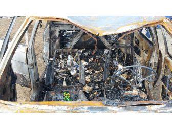 Yanan Otomobilden Kaçak Sigara Çıktı