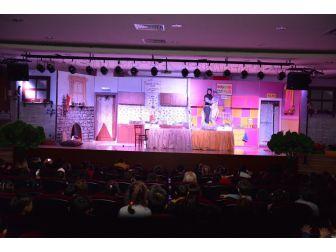 Konyaaltı Belediyesi Kreşleri, Tiyatroda