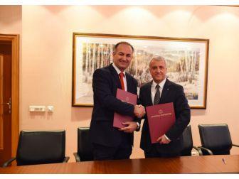 Anadolu Üniversitesinin Kosova Prizren Üniversitesi İle İş Birliği