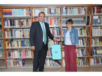 En Çok Kitap Okuyan Üniversite Personeli Ve Öğrenciye Kitap Hediyesi