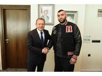 Şampiyon Boksör Büyükşehir'de