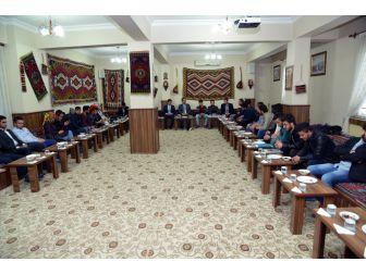 Belediye Başkanı Aeü Fakülte Ve Bölüm Temsilcilerine Anayasa Değişikliğini Anlattı