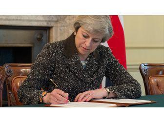 Birleşik Krallık Başbakanı May: Bu, Geri Dönüşü Olmayan Tarihi Bir An