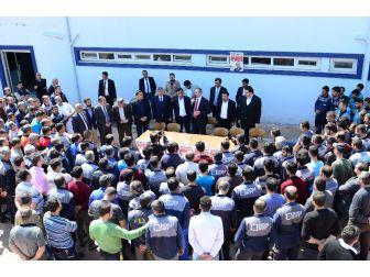 Ak Parti Genel Sekreteri Gül Fabrika İşçilerine Anayasayı Anlattı
