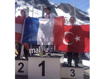 Ayşe Kader Yavuz, Kayakta Dünya Üçüncüsü Oldu