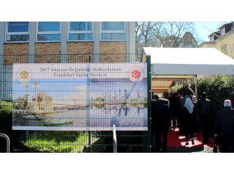 Frankfurt Başkonsolosluğu: ''Oy Verme İşlemleri Devam Etmektedir''