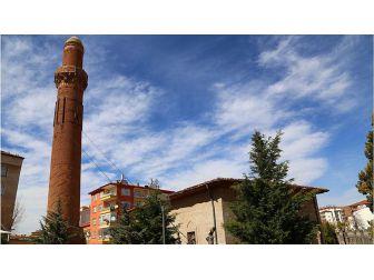 Tarihi Eğri Minare Restore Edilecek