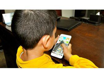 Akıllı Telefon Kullanım Yaşı 11-12'den 9-10'a İndi