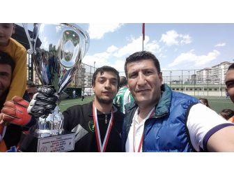 Arslanboğa'nın Çalıştırdığı Şehit Kamil Bedensel Engelliler Takımı Şampiyon Oldu