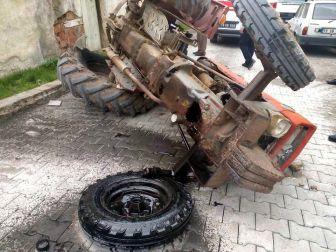 Çorum, Sungurlu'da Ön Tekeri Çıkan Traktör Devrildi: 2 Yaralı