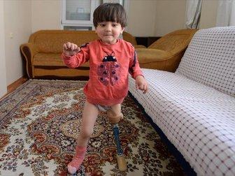 Usta Baba, Kızına 150 Liraya Yaptığı Düzenekle Yürütmeyi Öğretti