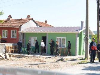 Altıeylül Kaymakamı Kaya ve Başkanı Kafaoğlu Evi Yıkılan Vatandaşa Prefabrik Ev