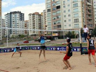 Okullar Arası Gençler Plaj Voleybolu İlk Kez Kayseri'de Başladı