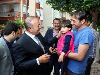 Dışişleri Bakanı Çavuşoğlun'dan Küçük Özge'ye Ziyaret
