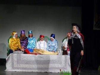 Antalya'daki Bir Okul Tiyatrosunda Bu Kez Veliler Oynadı