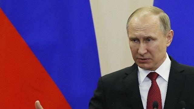 Putin Macron'u tebrik etti!