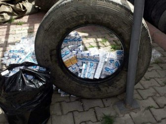 Malatya-Kayseri Karayolunda Lastik İçinde Kaçak Sigara Yakalandı