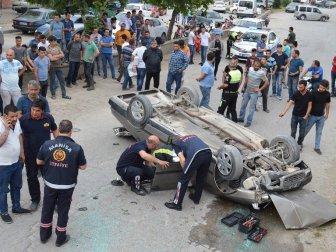 Manisa'da Otomobil Alt Yola Uçtu: 2 Yaralı