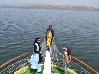 Hirfanlı Baraj Gölü'nde tekne keyfi