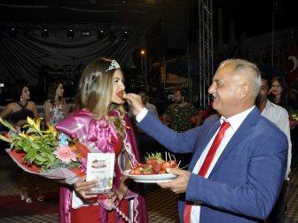 Festivalin 'Çilek Güzeli' İzmir'den