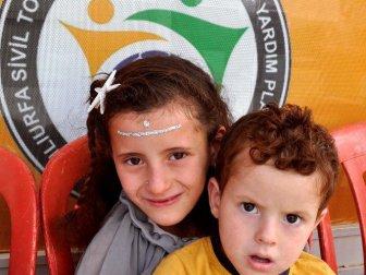 Şanlıurfa, Akçakale'deki Suriyeli 80 Yetim Çocuk Giydirildi