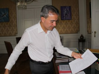 Türk Kökenli Vekil Emir Kır: ''Belçika'da Camilere Gidenlerin Fişlendiğini Açıkladı''