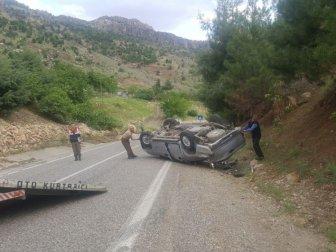 Adıyaman-Çelikhan Karayolunda Kamyonet Takla Attı: 2 Yaralı