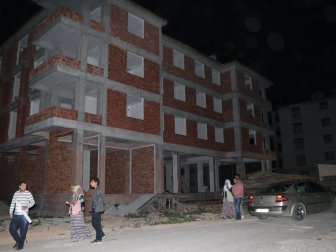 Malatya'da İnşaattan Düşen Bekçi Hayatını Kaybetti (Dursun Güngör)
