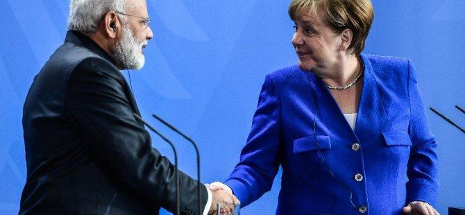 Almanya Başbakanı Merkel'den Hindistan kararı