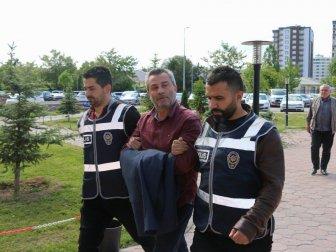 Sivas'ta Akrabasını Silahla Vurup, Parasını Yağmalayan Şahıs Yakalandı