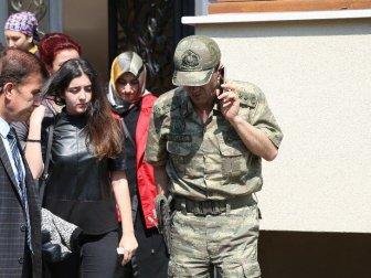 Şehit Albay Oğuzhan Küçükdemirkol'un Kızı ve Eski Eşi Tören İçin Ankara'ya Gitti