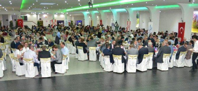 Almanya'nın Hamm şehrinde dev iftar sofrası