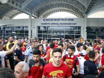 Göztepe'ye Şampiyon Gibi Karşılama
