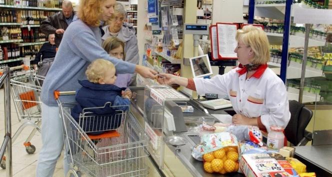 Almanya'da Halk pazar günü alışveriş yapmak istiyor