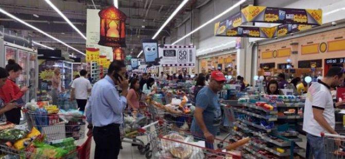 Katar'da Halk tedirgin!  Marketlere Hücum Ettiler