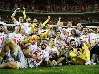 Murat Akın, Formasını Giydiği Takım Süper Lig'e Çıkıyor