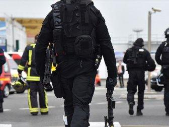 Paris, Notre Dame Kilisesi Önünde Polise Saldırı