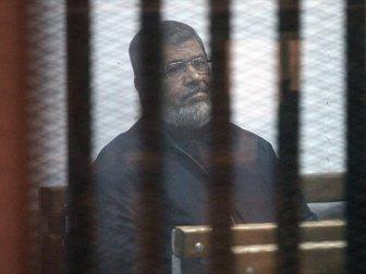 Mursi Hapishanede  Baygınlık Geçirdi
