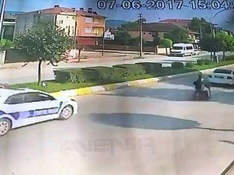 Sakarya'da Polis-Motosiklet Kovalamacası Kazayla Bitti