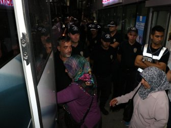 Manisa'da Askerler zehirlendi! 19 Kişiye gözaltı
