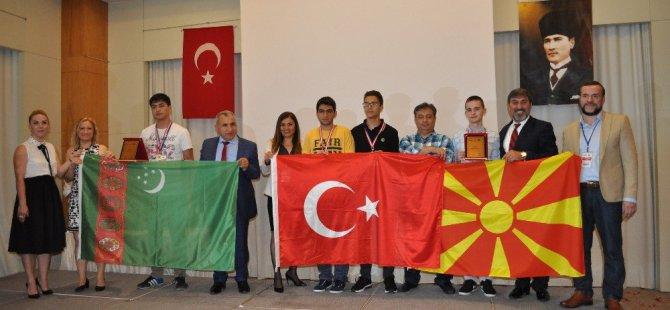 Bilgisayar Olimpiyatlarında Zafer Makedonya'dan Vlademir Maksimovski'nin