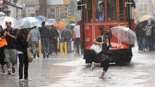 İstanbul'da Şiddetli Rüzgar Vatandaşlara Zor Anlar Yaşattı