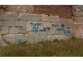 Zehir Tacirleri Uyuşturucuya Giden Yolu Okla İşaretledi