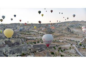 Kapadokya'da Sıcak Hava Balonları Aa İçin Havalandı