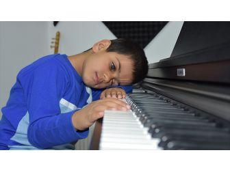 'Kusursuz Kulak' Bager Piyanist Olmak İstiyor